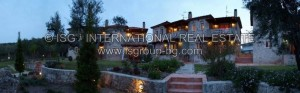 watermarked_25_villas_night_p4064805stitch_ok1000x400logo.jpg